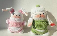 Come fare un bellissimo coniglietto con i calzini dei bambini riciclati.