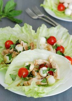 Caprese Chicken Lettuce Wraps - Toss bite sized mozzarella cheese, cherry tomatoes and grilled chicken in a fresh lettuce cup and drizzle with balsamic vinaigrette. Best Low Carb Recipes, Low Carb Dinner Recipes, Clean Eating Recipes, Diet Recipes, Chicken Recipes, Healthy Eating, Cooking Recipes, Healthy Recipes, Healthy Foods