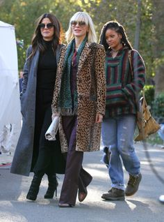 159110, Rihanna, Sandra Bullock and Cate Blanchett pictured on the set of 'Oceans 8' filming in Manhattan's Central Park. New York, NY - Monday November 7, 2016, Photograph: © LGjr-RG, PacificCoastNews. Los Angeles Office (PCN): +1 310.822.0419 UK Office (Photoshot): +44 (0) 20 7421 6000 sales@pacificcoastnews.com FEE MUST BE AGREED PRIOR TO USAGE