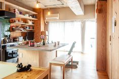 キッチンカウンターは、ダイニングも兼ねて。  #G様邸新御徒町 #小上がり #カウンター #カウンターキッチン #ベンチ #狭小住宅 #インテリア #EcoDeco #エコデコ #リノベーション #renovation #東京 #福岡 #福岡リノベーション #福岡設計事務所 Table, Furniture, Home Decor, Decoration Home, Room Decor, Tables, Home Furnishings, Home Interior Design, Desk