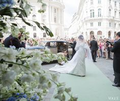 The wedding of Caroline Sieber l The bride arriving at Michaelskirche, one of Vienna's oldest churches.