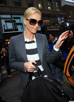Charlize Theron Style, Berlin Fashion, Attractive People, Amazing Women, Fashion Models, Style Me, Autumn Fashion, Actresses, Street Style