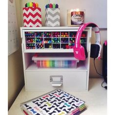 My desk set-up! Pens, markers, highlighters, washi tape, and my Erin Condren life planner. --- except for me it would be plum paper planner Planner Organization, School Organization, Planner Diy, Organizing, Planner Supplies, Washi Tape, Diy Organizer, Ideas Para Organizar, Erin Condren Life Planner