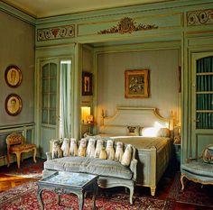 The Duchess of Windsor's bedroom.