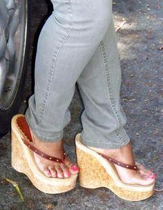 Platform Flip Flops, Flip Flop Shoes, Platform High Heels, Beautiful Toes, Gorgeous Heels, Feet Soles, Women's Feet, Sexy Sandals, Sexy Heels