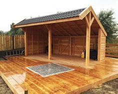 Kapschuur te bestellen als doe het zelf bouw pakket bij Gadero van Lariks Douglas hout. Afmeting: 600 x 390 cm.