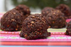 Raw vegan chocolate macaroons