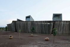 Wind-catching towers emerge from the circular rippled roof of this brick and wood school building in Koudougou, by Diébédo Francis Kéré Francis Kere, Wood School, Thermal Mass, Brick And Wood, Africa Art, School Building, Water Cooling, Secondary School, Architecture Photo