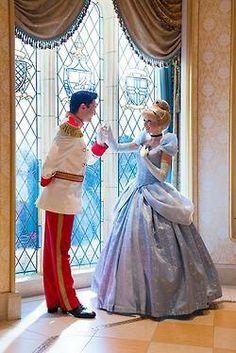 Cinderella and a Prince Charming amazing cosplay. Walt Disney, Disney Love, Disney Magic, Silver Linings, Parc Disneyland, Disney Parque, Disney Cosplay, Cinderella Cosplay, Cinderella Princess