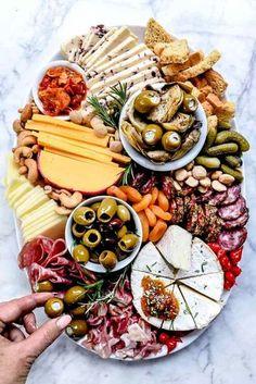 Jak si vyrobit Instagram-hodný taburetka foodiecrush.com #charcuterie #cheese #board #recipes #DIY #platter #fromage