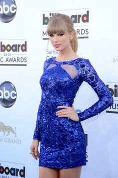 Taylor Swift arrives at the 2013 Billboard Music Awards. Green Fashion, Colorful Fashion, Celebrity Weddings, Celebrity Style, All About Taylor Swift, Looking Gorgeous, Beautiful, Vestidos Sexy, Shades Of Teal