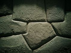 Some of the amazing ancient stonework in Cusco, Peru The wall uses no mortar between the stones. Each stone is cut to fit perfectly. Machu Picchu, Ancient Aliens, Ancient History, Stone Wall Design, Underwater City, Inca Empire, Area 3, Cusco Peru, Ancient Buildings