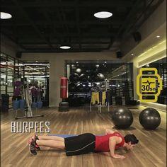 Jatomi Fitness ile 6 haftada fit olmaya ne dersiniz? 2. haftanın üçüncü hareketi: BURPEES: Şınav pozisyonunu alın ve şınav çekin. Dizlerinizi aynı anda kendinize doğru çekin. Yukarıya doğru kollarınızla uzanarak sıçrayın.