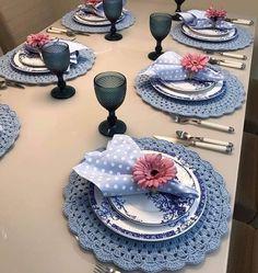 Crochet Kitchen, Crochet Home, Comment Dresser Une Table, Napkin Folding, Table Arrangements, Deco Table, Decoration Table, Dinner Table, Crochet Doilies