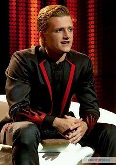 """""""The Hunger Games"""" stills: Peeta's interview"""