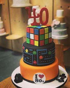 Who remembers the #80s  #80sparty #80scake #rubixcube #40thbirthdaycake
