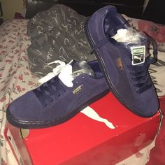58fb88761031 Men s Puma sneakers Brand new blue Suede Classic Pumas .. Brought them for  my little