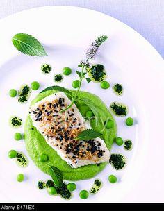 Fish fillet with sesame on pea puree and lime vinaigrette © Bon Appetit / Alamy