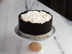 Get Devil's Cream Cake Recipe from Food Network ,use a pie plate for gelatin mix be sure to evenly sprinkle over or you will have hard pockets . leave filling in oreo cookies / crumble . Brownie Desserts, Oreo Dessert, Mini Desserts, Coconut Dessert, No Bake Desserts, Just Desserts, Dessert Food, Cupcakes, Cupcake Cakes