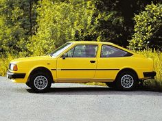 Skoda 130 and 136 Rapid - Yellow Car, Mellow Yellow, Retro Cars, Vintage Cars, Old Sports Cars, Automobile, Old Classic Cars, Car Images, Car Photos