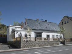 Das Geburtshaus von Ferdinand Porsche in Vratislavice StraßeTanvaldská 38 Ferdinand Porsche, Mansions, House Styles, Design, Home Decor, Birthing Center, Decoration Home, Manor Houses, Room Decor