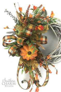 I love this DIY Farmhouse Wreath for Fall! via Step by step instructions for a DIY Farmhouse wreath for fall. So simple and it will be beautiful with your other fall farmhouse decor. Thanksgiving Wreaths, Holiday Wreaths, Winter Wreaths, Spring Wreaths, Summer Wreath, Autumn Wreaths For Front Door, Diy Wreath, Door Wreaths, Ribbon Wreaths