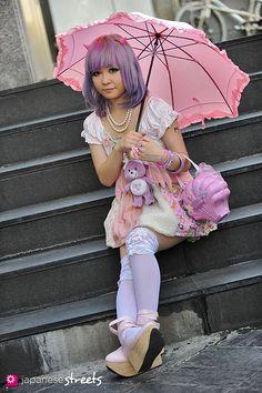 120819-1904 - Japanese street fashion in Harajuku, Tokyo (Viva Cute Candy, Kreepsvill666, Kamisamagokko, TutuHA, Nile Perch, Bodyline)