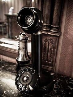 Vintage Decor, Vintage Antiques, Retro Vintage, Vintage Items, Telephone Retro, Retro Phone, Telephone Table, Antique Phone, Decoration Entree
