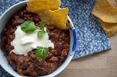Efter min mening den bedste chili con carne Chili Con Carne recipe with chocolate Family Meals, Kids Meals, Mexican Food Recipes, Dinner Recipes, Western Food, Dinner Is Served, Evening Meals, Food Inspiration, Love Food