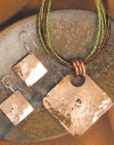 Simple but beautiful hammered copper set- large boree, 3 jumpring idea