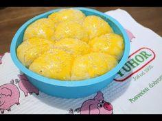 Nemate ideju šta da ukućanim spremite za doručak? Evo jedne odlične. Mekane i vazdušaste buhtle su odličan izbor ovog jutra. Potrebno je: 1 kockica kvasca 1 kašičica šećera 2 jaja 1 žumance za premazivanje 200 ml mleka 350-400 g brašna 250-300 g mlevenog mesa 1 glavica crnog luka biber, so, začin malo karija 2 kašike … Snack Recipes, Snacks, Cantaloupe, Chips, Bread, Fruit, Food, Snack Mix Recipes, Appetizer Recipes