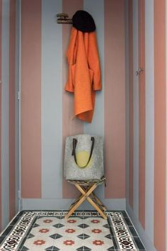 Tiled hall with orange coat. Color Inspiration, Interior Inspiration, Cosy Decor, Small Apartment Design, Micro Apartment, Small Apartments, Small Spaces, House Entrance, Interior Exterior