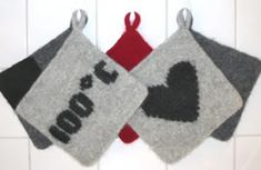 Ulla 01/04 - Neuleohjeet - Huovutetut patalaput Christmas Stockings, Christmas Ornaments, Pot Holders, Embroidery, Rugs, Knitting, Holiday Decor, Crochet, Crafts