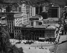 Parque de Berrio My Ancestry, Times Square, House Styles, Travel, Medellin Colombia, Memorial Park, Old Pictures, Parks, Cities
