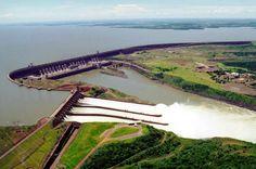 Land unter:  Der Bau der Itaipu-Staumauer im Grenzgebiet zwischen Brasilien...