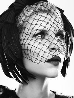 Me gusta el velo, lo de tanta pluma no tanto. Claire Danes - Bazaar Russia by Mark Abrahams, June 2012