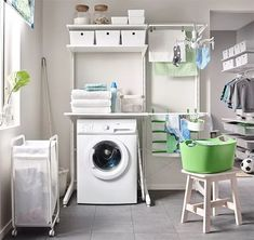 Aménagement buanderie : 50 idées canons pour vous inspirer Laundry Room Shelves, Laundry Room Organization, Laundry Room Design, Laundry Rooms, Navy Cabinets, Gym Room, Household Chores, Bars For Home, Washing Clothes