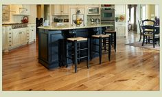 Simple and Impressive Tips and Tricks: Concrete Flooring Concreto Estampado travertine flooring diy. Hickory Wood Floors, Hardwood Floors In Kitchen, Wood Floor Kitchen, Wood Laminate Flooring, Kitchen Flooring, Garage Flooring, Brick Flooring, Grey Flooring, Bedroom Flooring