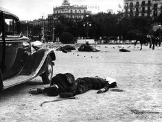 Plaza de Catalunya in Barcelona after fighting in the Spanish Civil War, July 1936 by Agustín Centelles. Old Pictures, Old Photos, Spanish War, Barcelona Catalonia, Civil War Photos, Japan, Military History, Historical Photos, World War Ii