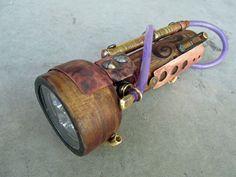 Lampe torche steampunk.