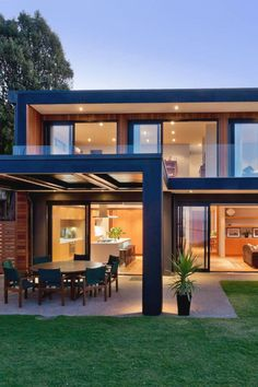 Rothesay Bay House by Creative Arch contemporary house design Steel Frame House, Steel House, Modern Prefab Homes, Prefab Houses, Casas Containers, Design Exterior, Dream House Exterior, House Roof, Modern House Design
