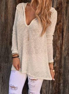 LOVE this top!! Not sure I could pull it off in this light color (I am fair skinned). Does it come in bold colors?