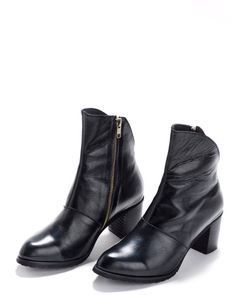Unique and Chic ankle boots made of premium leather. Goes perfectly with anything you would wear. The Perfect Height.  ♦Model: Carla ♦Heel: 3.14 / 8 cm height ♦Material: genuine leather ♦Size : 35-42  ♦Sizing♦ EU 35 >> US 5 >> UK 2.5 >> AU 3.5 EU 36 >> US 6 >> UK 3.5 >> AU 4.5 EU 37 >> US 6.5 >> UK 4 >> AU 5 EU 38 >> US 7.5 >> UK 5 >> AU 6 EU 39 >> US 8.5 >> UK 6 >> AU 7 EU 40 >> US 9 >>...
