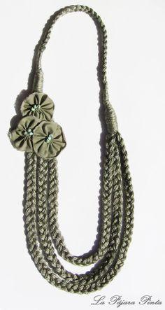 Otro collar de tela Yarn Necklace, Knit Bracelet, Fabric Necklace, Scarf Jewelry, Textile Jewelry, Fabric Jewelry, Beaded Jewelry, Recycled Jewelry, Handmade Jewelry
