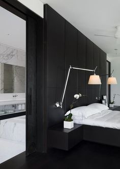 Contemporary Black and White Rooms in Elegant Penthouse with Impressive Fireplace Design Interior Modern, Home Interior, Interior Architecture, Modern Luxury, Interior Office, Bathroom Interior, Home Bedroom, Modern Bedroom, Bedroom Decor