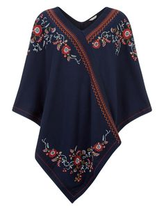 hem, and looks best worn with a pair of jeans. Model wears UK S/EU Model height is 175 Ropa Shabby Chic, Poncho Outfit, Gypsy Style, My Style, Capes & Ponchos, Easy Sewing Patterns, Chevron Patterns, Free Clothes, Scarf Styles