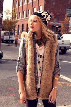 FW14 #Todomoda #BrooklynWinter ▶ Dumbo T-Shirt + NY Beanie. Model: Paige Reifler, New York Models.