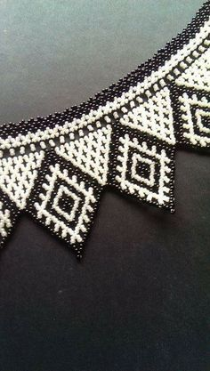 This Pin was discovered by Sar Native Beading Patterns, Beaded Necklace Patterns, Jewelry Patterns, Bead Jewellery, Jewelry Making Beads, Beaded Jewelry, Seed Bead Earrings, Beaded Earrings, Handmade Beads