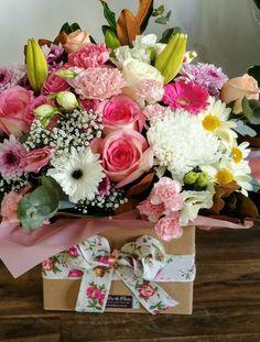 Make Arrangements, Centrepieces, Beautiful Flowers, Floral Wreath, Gardening, Wreaths, Gifts, Design, Home Decor