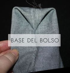 Coser un bolso / Tipos de bases | Cosiendo y aprendiendo | Bloglovin' Sewing Lessons, Sewing Hacks, Sewing Projects, Japanese Sewing Patterns, Bag Patterns To Sew, Apron Patterns, Dress Patterns, Diy Tote Bag, Diy Clutch
